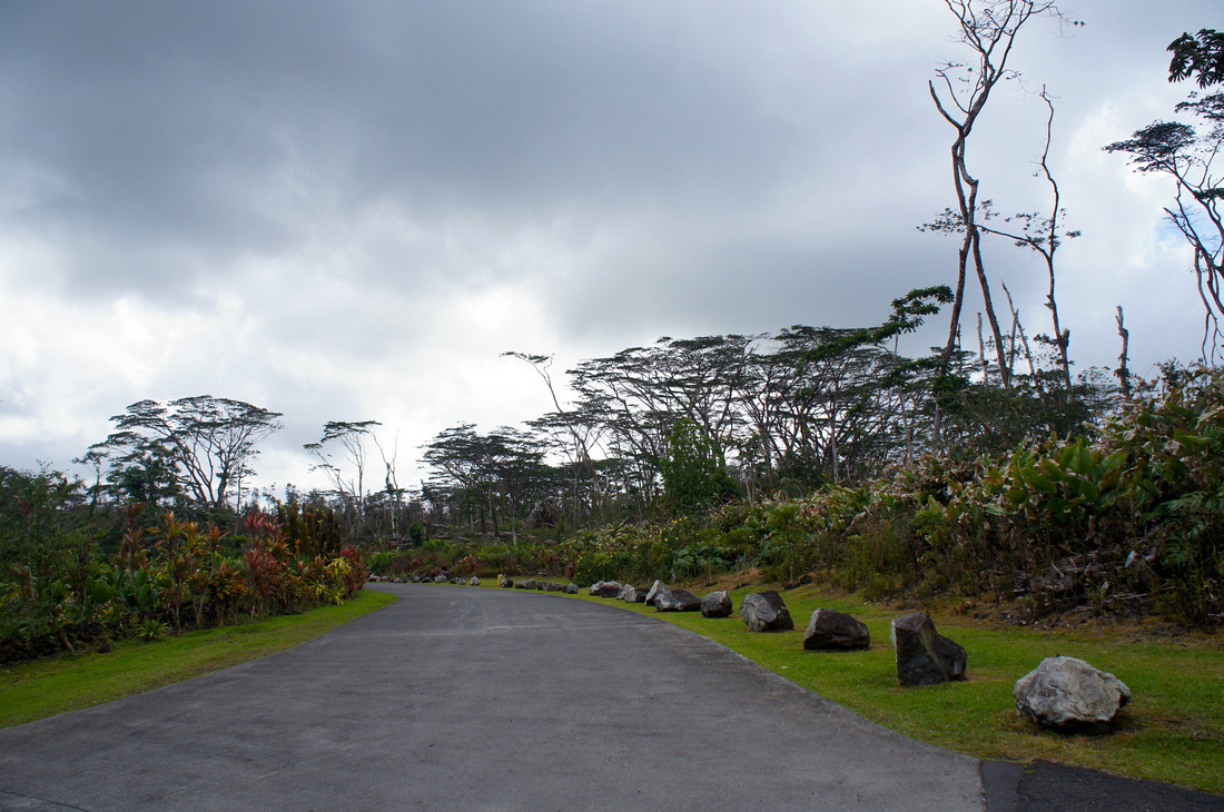 Entrance to the Lava Tree State Monument park. The park is open 24/7 and is free to enter.