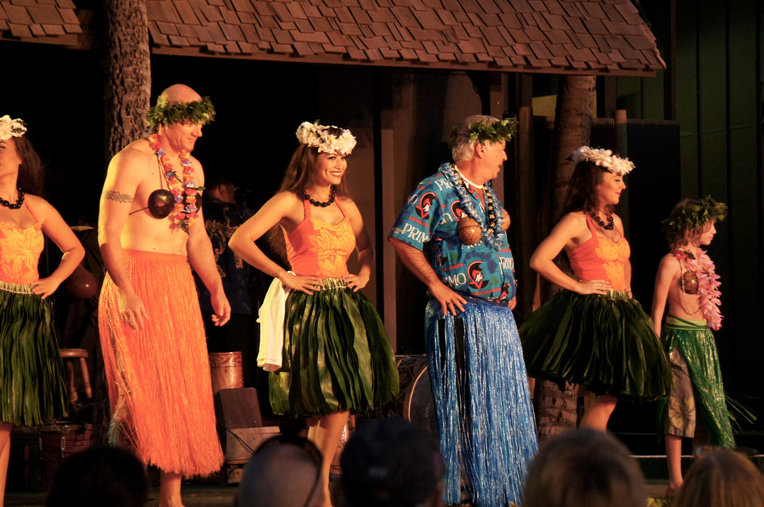 Few guests got to participate in a hula performance on the stage and presented their own version of this beautiful Hawaiian dance.