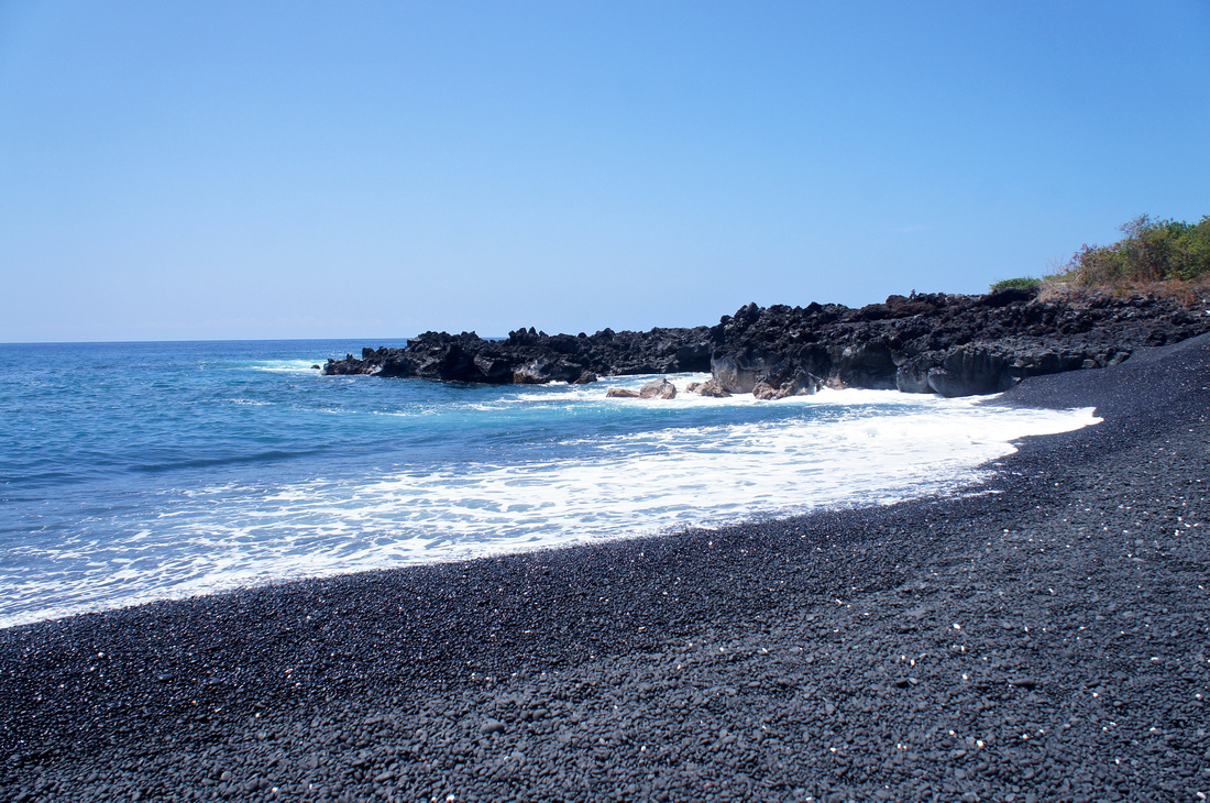 Black pebble beach was one of the most amazing sights we've seen on this trip. Hawaii never seizes to amaze.
