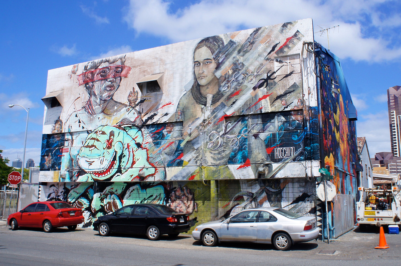 Many murals show Hawaiian themed elements.