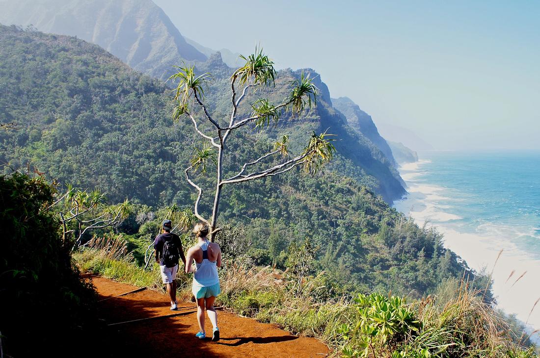 Hiking Kalalau trail to Hanakapiai Falls