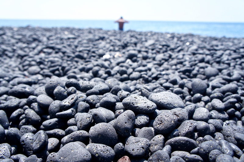 Black pebbles instead of sand.